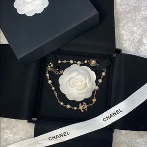 Chanel pearl camellia flower gold short necklace